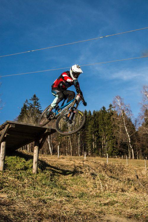 Auch Markus Pekoll, österreichs schnellster Mann am DH-Bike, stellte sich in den Dienst der guten Sache! Robert Köberl/Schöcklblickkamera